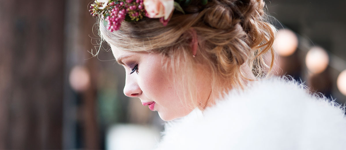 Ede, Lunteren, Veenendaal, Ederveen, Haar en make-up, winter wedding, fleurige make-up, bruid, bruidskapsel. bruidsmake-up, flower crown